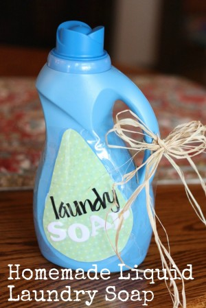 Homemade Liquid Laundry Detergent (Free Printable Recipe)