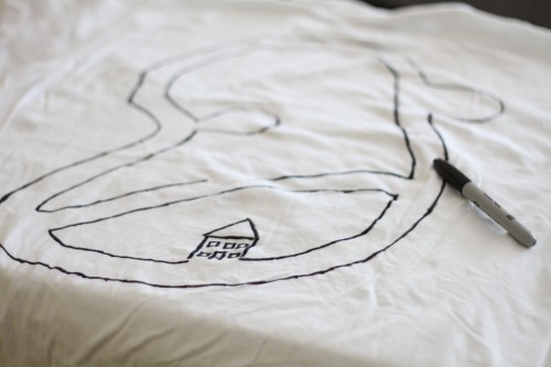 draw a car track on the shirt