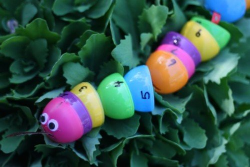 Number Snake with Plastic Eggs 500x333 20 Plastic Egg Activities