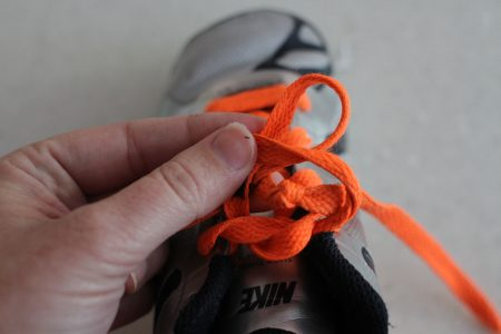 how to teach a child to tie shoes